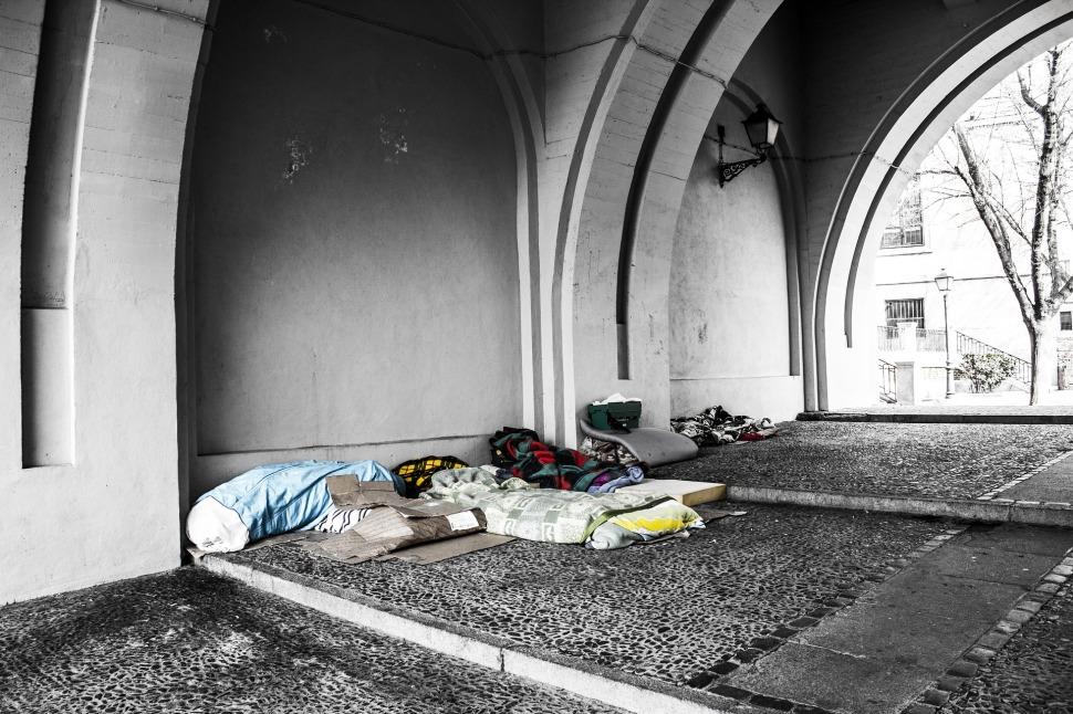 homeless-2090507_1920