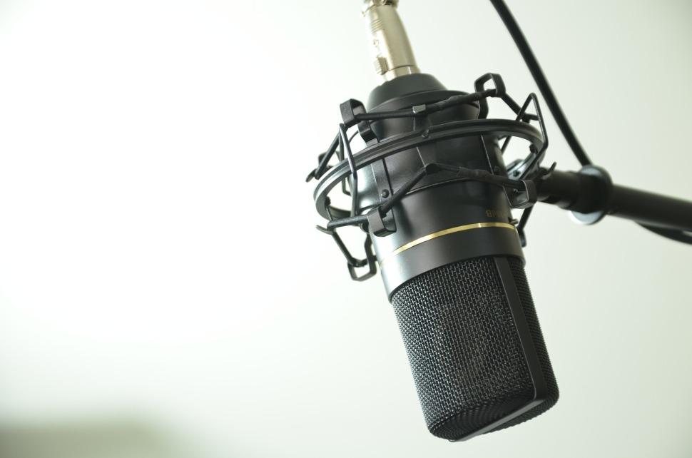 audio-1844798_1920