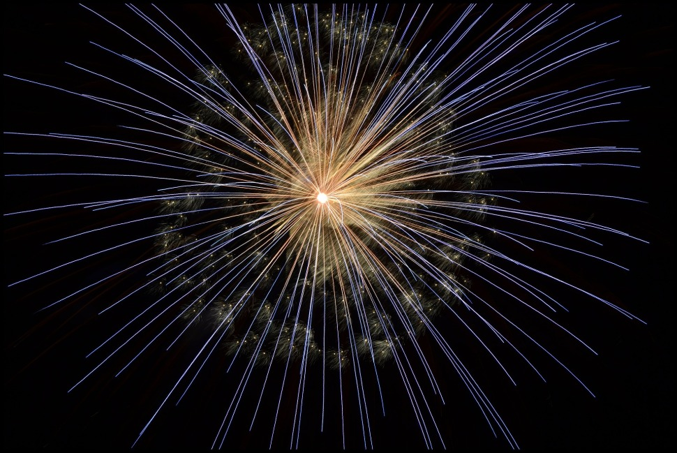 fireworks-102971_1920